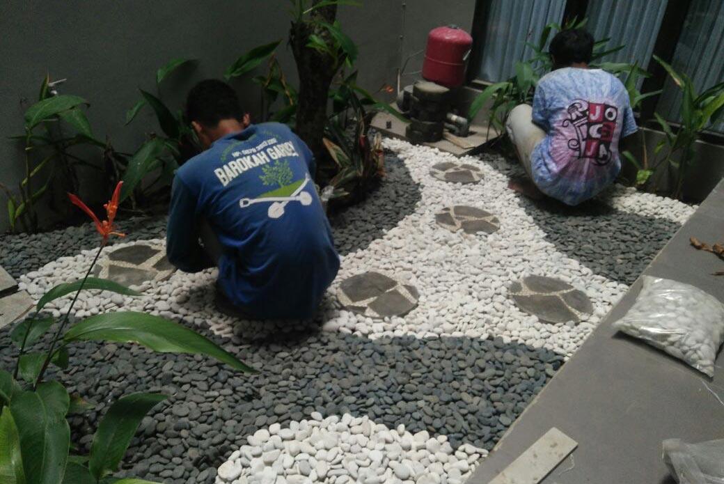 Taman Minimalis dengan batu alam